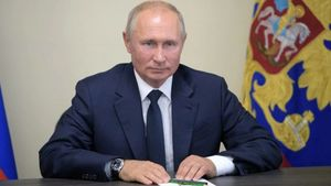 Putin Signs Law Giving