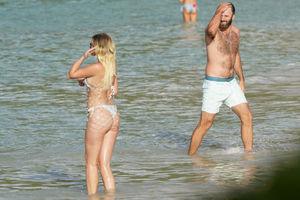Dustin Johnson hits the beach