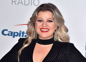 Kelly Clarkson Covers Lady