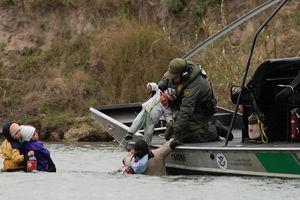 Border patrol agents save