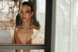 Sasha Pivovarova Tries On Chic