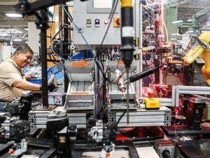 High-tech US plants offer jobs