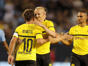 Dortmund ease past Man City in