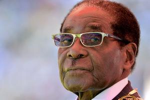 Robert Mugabe getting hero's
