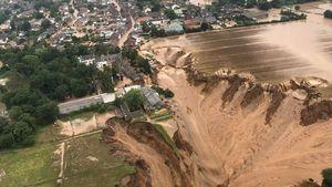 Apple donates to flood relief