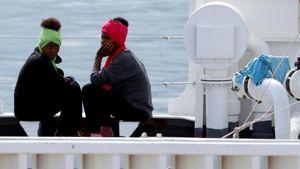 Italy migrant row: Rescue ship