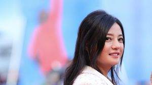 Chinese Actress Zhao Wei Wiped