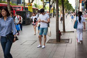 Smartphone addicts get street