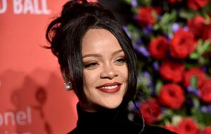 Rihanna demands that every