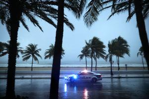 First hurricane-strength winds