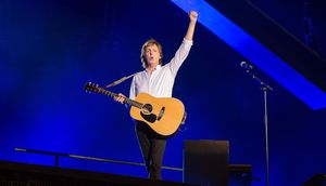 Paul Mccartney Brings Bruce Springsteen To The Stage At Madison Squ