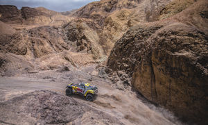 Loeb dominates Dakar Stage 5
