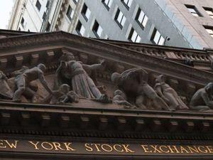 US stocks wobble as investors