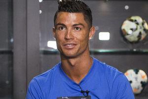 Cristiano Ronaldo hangs in LA