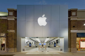 Chicago Apple Stores targeted