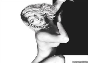 Fergie Goes Nude in New Racy