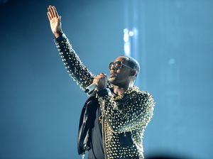 R. Kelly arrested, turns