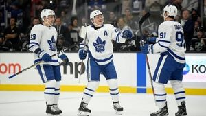 Leafs ride hot power play to