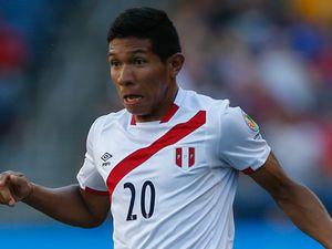 Peru 2 Uruguay 1: Hosts heap