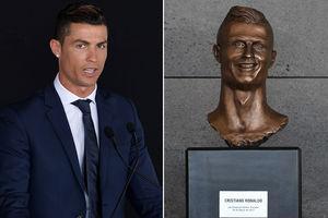Cristiano Ronaldo statue looks