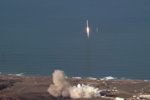 3 guys happen to catch SpaceX