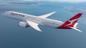 Qantas lifts dividend despite