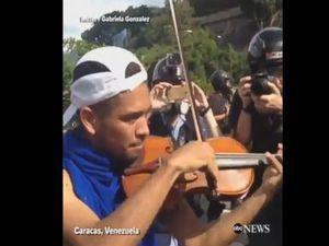 WATCH: Violinist plays amid