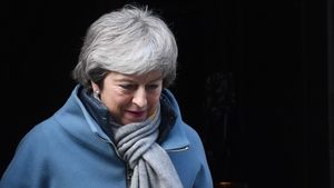 Brexit: May urged to quit to
