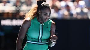 Serena Williams eases past