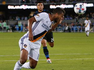 MLS Review: Galaxy top the