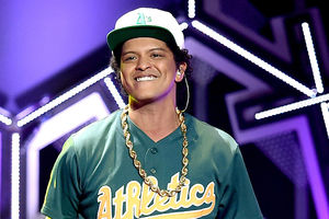 Bruno Mars Dominates at the