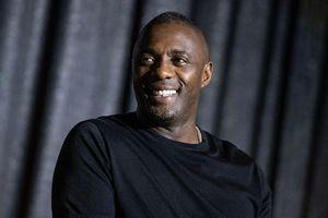 Idris Elba visits NYC comedy