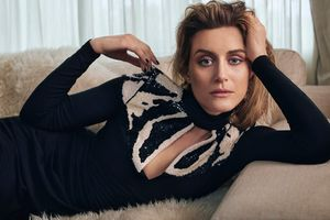 Taylor Schilling Wears Chic
