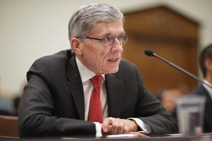 FCC Pushes Carriers To Offer